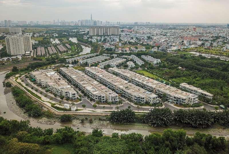 Bất động sản nhà liền thổ Sài Gòn lép vế so với tỉnh giáp ranh